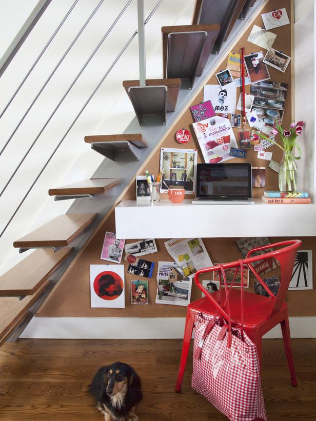 Cool and space saving home office idea out of IKEA furniture